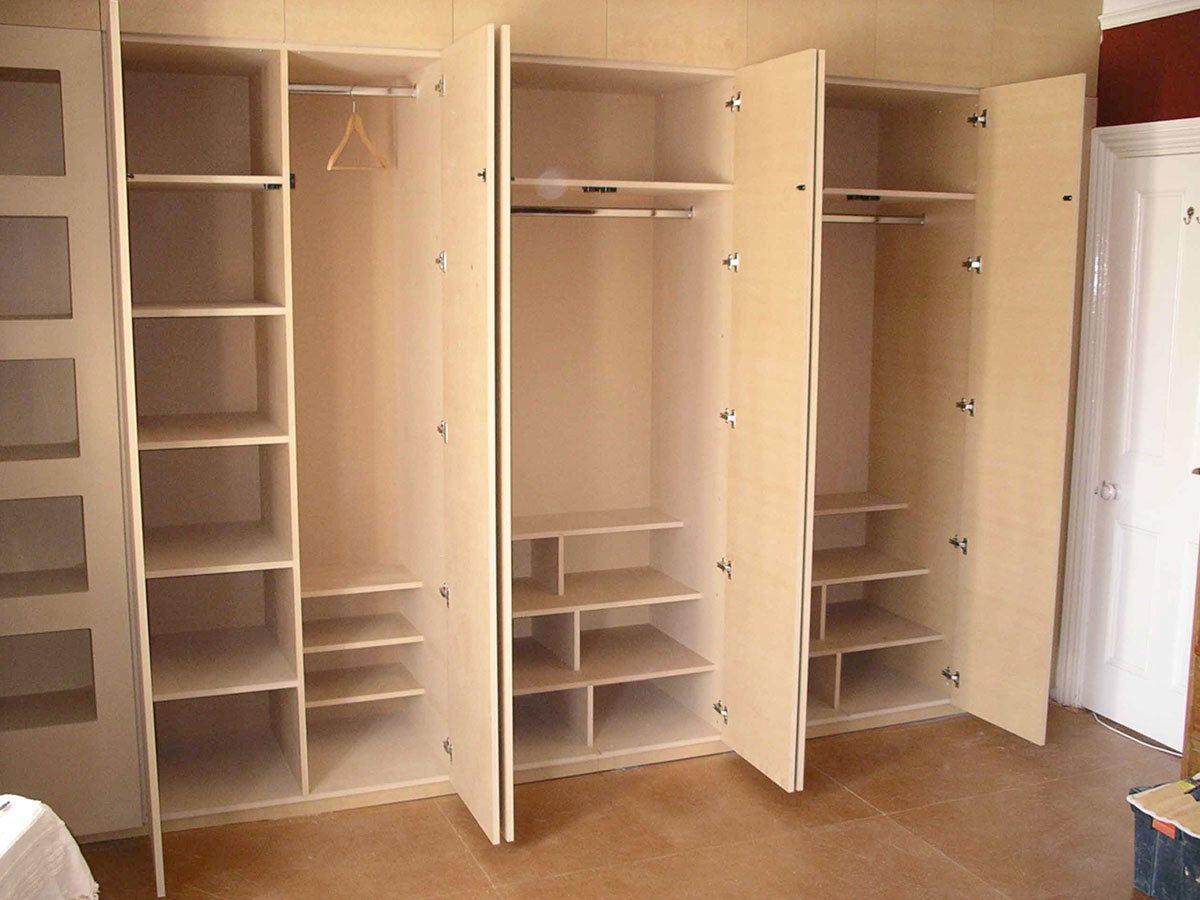 Full-height opening wardrobe